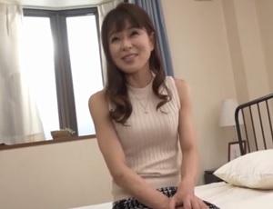 【篠山ひろみ】禁欲生活でムラムラしてる四十路の人妻がカメラの前での中出しセックスに悶絶!
