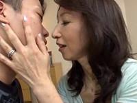 内村美智子 今日お誕生日なんだって?娘とする前に、まずは私と練習しましょうよ