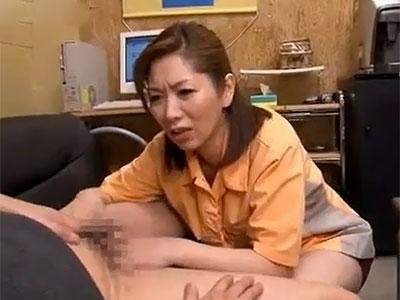 翔田千里 お客様大丈夫ですか?大変、こんなに股間が硬くなって苦しそう
