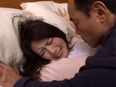 三浦恵理子 情緒不安定な居候の中年男に押し倒されてヤリたいように陵辱される熟女