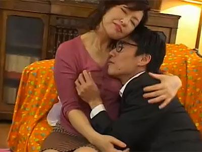落ち込んでいるご主人さまを慰めるのも家政婦の仕事。私を好きにしてください