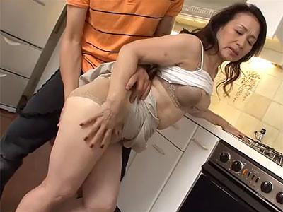 高畑ゆり お母さん弟とだけセックスするなんてずるいよ。僕ともいいことしよう