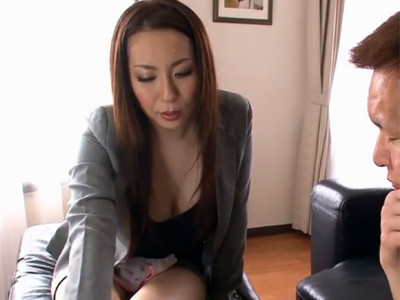 青山葵 もう説明は結構です。保険の契約しますからオッパイ揉ませてください