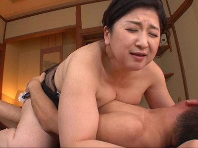 小倉和香 当店はアナルありのソープです。デカ尻の奥深くまで捻り込んで