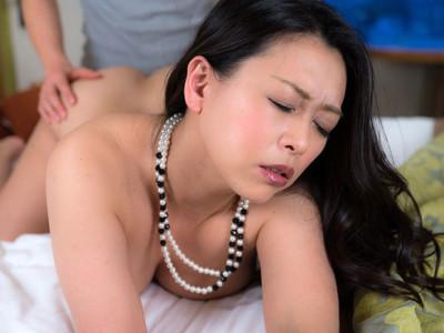 熟れごろの四十路熟女は貪欲に快感を求めるのでセックスパートナーに最適