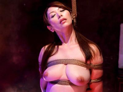翔田千里 絵のモデルを引き受けて緊縛されたら全身に快感が走った