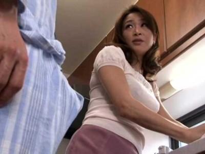 三咲悠 息子の朝勃ちがスゴイんです。あんなの挿れたら気持ちよさそう
