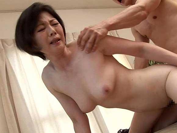竹内梨恵 憧れの叔母さんの真っ白な透け乳を見てしまって思いが暴発