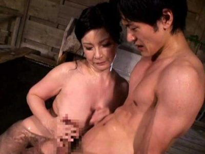 板倉幸江 疼く身体を抑えることができず、息子を連れて温泉にやって来ました