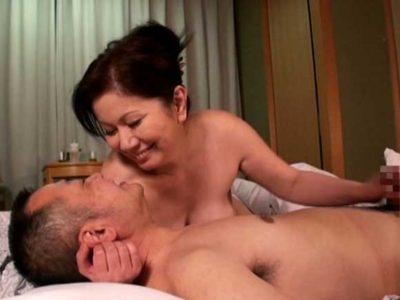 岩崎千鶴 息子も一人立ちしたし、夫婦水入らずで温泉旅行に行かないか