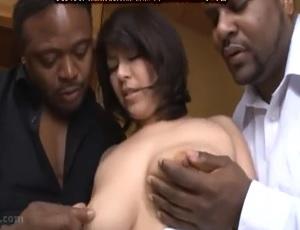 黒人2人と人妻