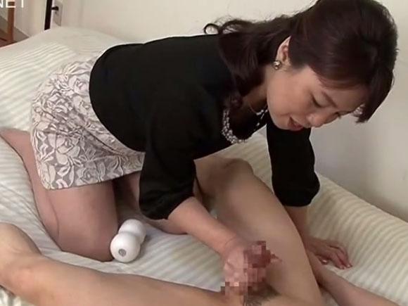 【AED-114】福井咲子が手コキしている画像