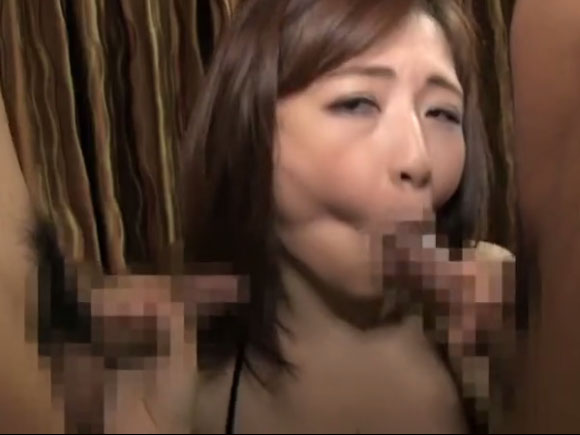 【BIJN-106】おばさんがダブルフェラしている画像
