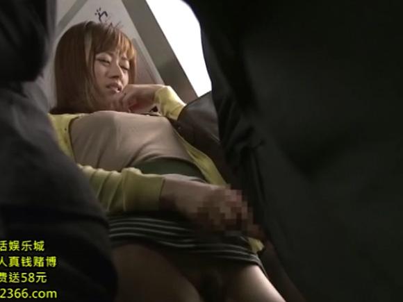 【JUX-910】徳島えりが手コキしている画像