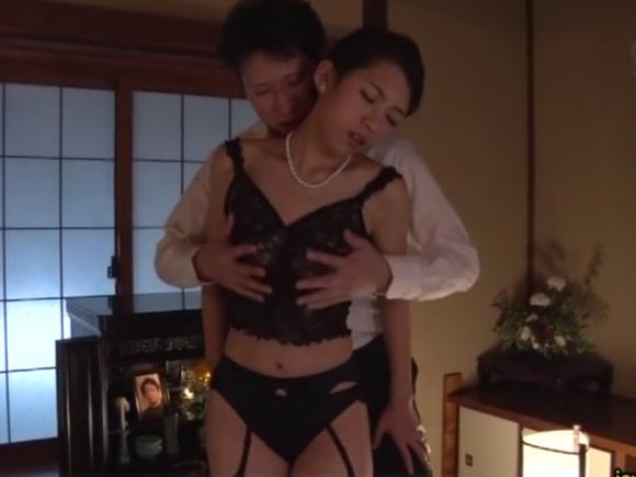 【JUY-086】若葉加奈がおっぱいを揉まれている画像