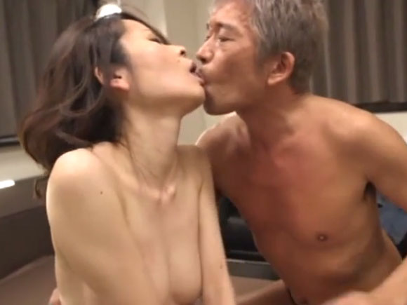 【OBA-298】金島裕子がキスしている画像