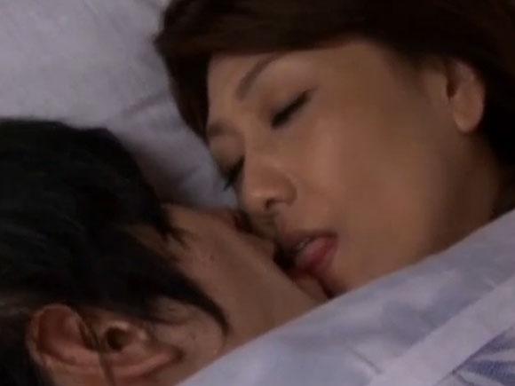 【SKSS-085】近藤郁美がキスしている画像
