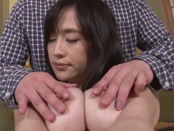 【UAAU-066】小嶋ひよりがおっぱいを揉まれている画像