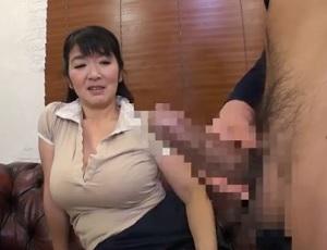 【五十路素人】鼻先をかすめる男性器のにおいにが女の本能を刺激する!センズリ見せたら興奮しちゃった五十路熟女たち ②